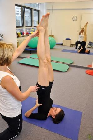 Yoga Charlottenburg Berlin - Salamba Sarvangasana mit Unterstützung